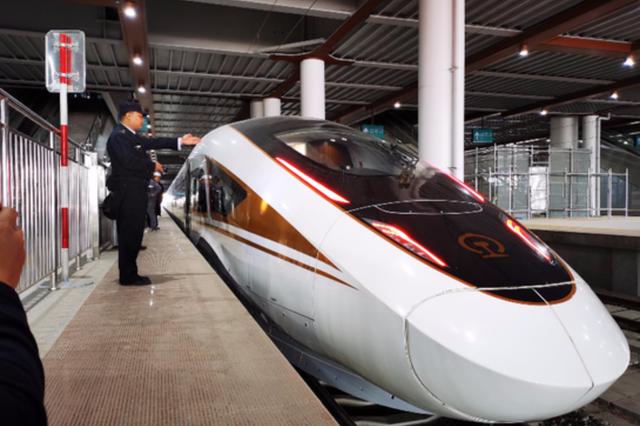 时速350公里 智能动车组上线参与京张高铁联调联试