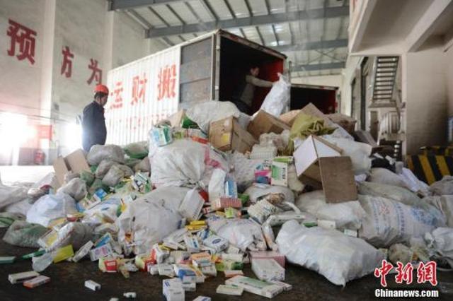 10省份同时公开销毁违法食品 共销毁300余种540吨