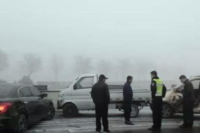 河北南和18辆车连环相撞 2人受轻微伤