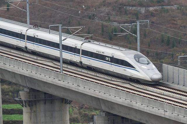 华侨华人点赞中国高铁 高铁速度跑出大国自信