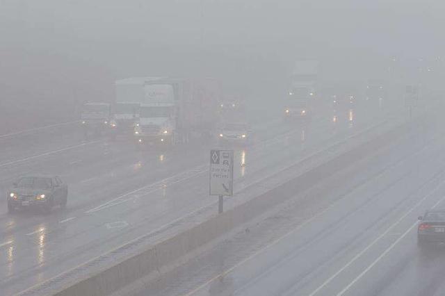 受雾情影响,河北部分地区关闭沿线高速站口