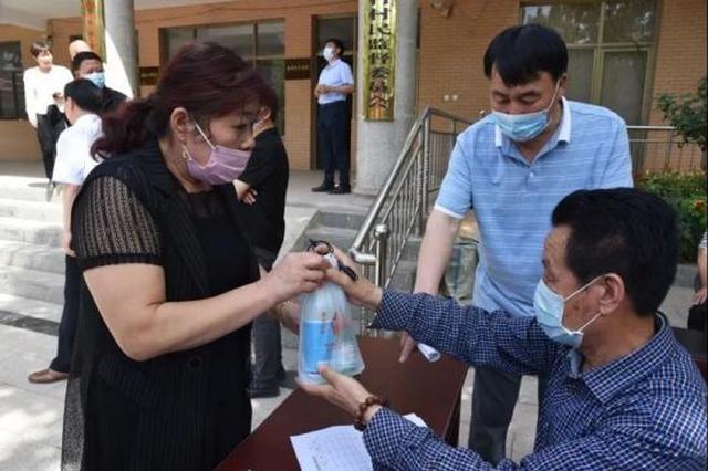 """栾城区:免费为农村发放""""爱心健康包"""""""