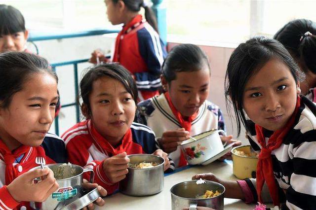 教育部:4千万农村孩子享营养餐 95万特岗教师覆盖全国千县