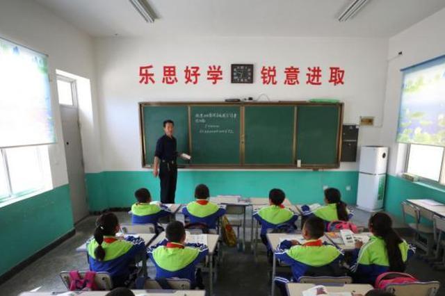 八部门:不得以中高考成绩或升学率片面评价学校和教师