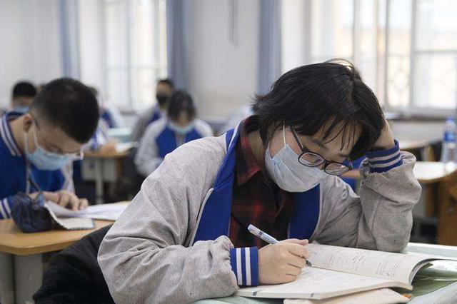 河北邢台一高中规定女生不剪短发不能进校?区教育局:会调查