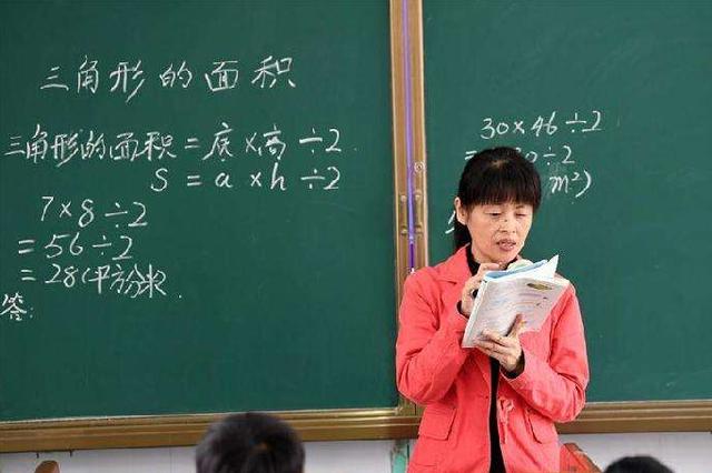 教育部:年底前各省份将全部出台中小学教师减负清单