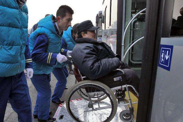 """残疾人群体如何解决""""乘车难""""?"""