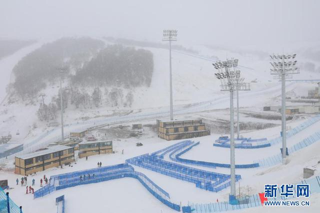 河北崇礼雪场迎降雪