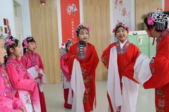 河北承德:传承京剧艺术 弘扬传统文化