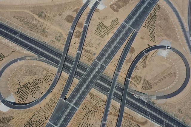 """雄安""""四纵三横""""对外高速路网全面形成"""