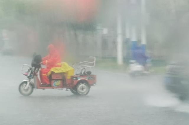 华南江南等地有分散性强降水 北方地区多阵雨和大风天气