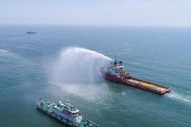 """河北海域举行""""陆海空天""""一体化船舶溢油应急演习"""