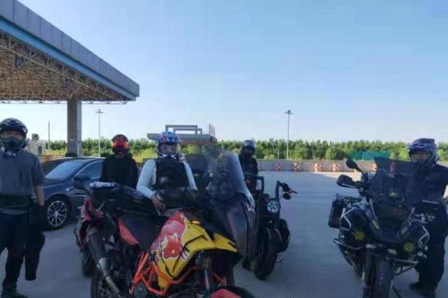 摩托车组团超速被河北衡水高速交警查获