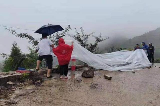 河北磁县部分地区出现山体滑坡 转移364户555人