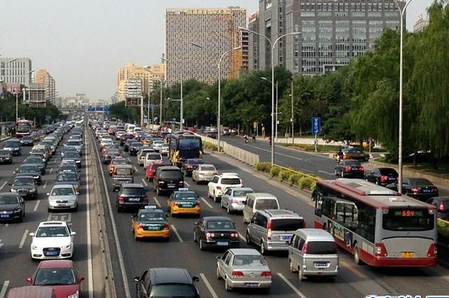 河北专项治理公路大型车辆突出交通违法