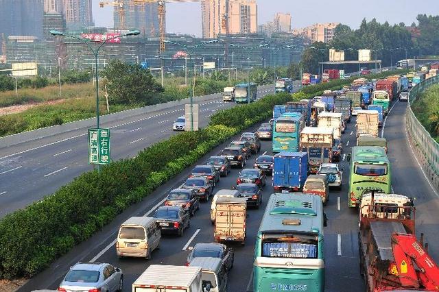 国庆假期第二天全国道路交通平稳有序