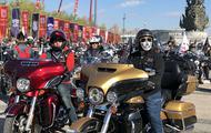 500余台摩托车齐聚唐山南湖