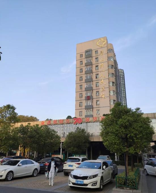 夕阳余晖下的萧山第一人民医院,肖逸思摄