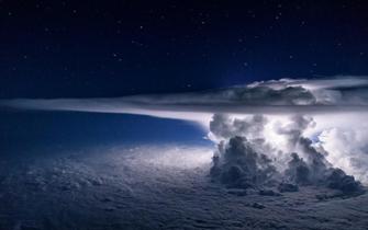 在飞机上看台风是怎样一种体验?