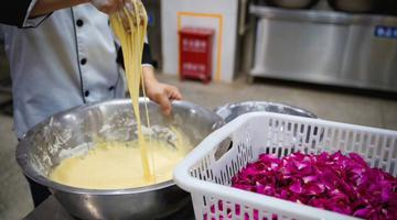 云南大学用玫瑰花做菜
