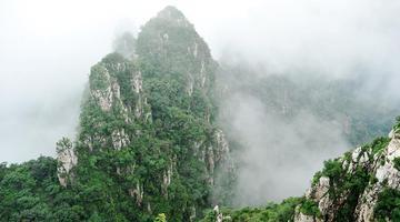 云雾缭绕狼牙山