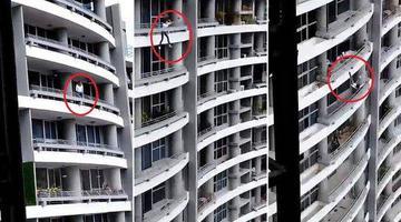 恐怖!女子坐在阳台栏杆自拍