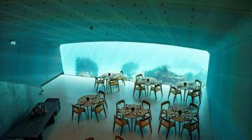 挪威半淹没式餐厅:水下用餐