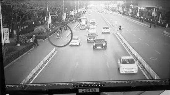 保定一11岁小女孩骑电动车致歉上路女生逆行头像红色母亲长裙图片
