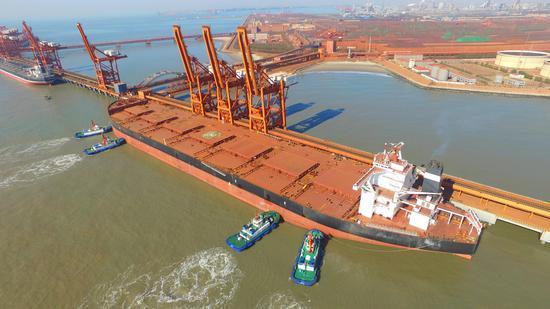 40万吨轮船靠泊