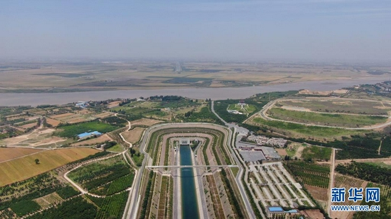 这是南水北调中线控制性工程——穿越黄河工程(5月23日摄,无人机照片)。新华社记者 刘诗平 摄