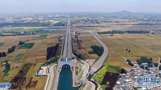 这是南水北调中线关键性工程——沙河渡槽(5月22日摄,无人机照片)。新华社记者 刘诗平 摄