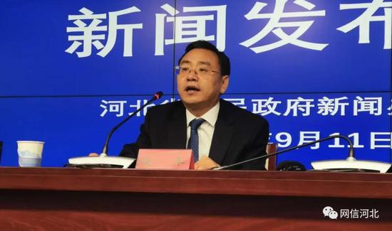 河北省委网信办总工程师张平介绍2020年国家网络安全宣传周河北活动总体情况。