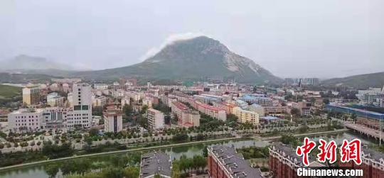 鸡鸣山,海拔1140米,孤峰独秀,蕴藏着丰富的宋辽历史文化遗存。 郝少清 摄