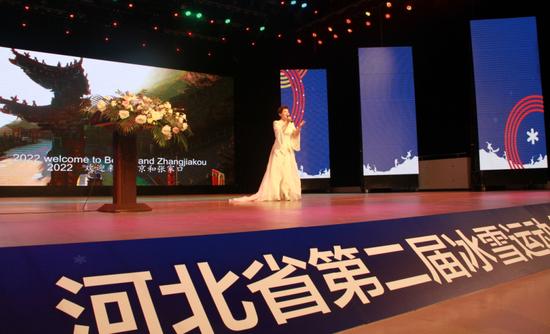 张家口籍歌手王晓娟演唱《冬奥来了》