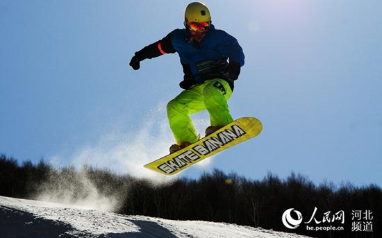 崇礼富龙滑雪场冰雪体验活动。 张家口市委办公室供图
