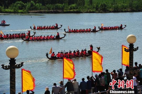 (资料图)在滦河举行的龙舟比赛。 翟羽佳 摄