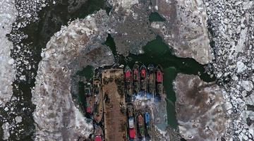 渤海湾现大面积海冰 航拍蔚为壮观