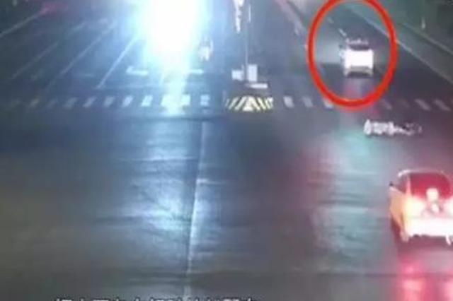 车主遭遇交通事故 逃逸司机伪装成好心人再度登场