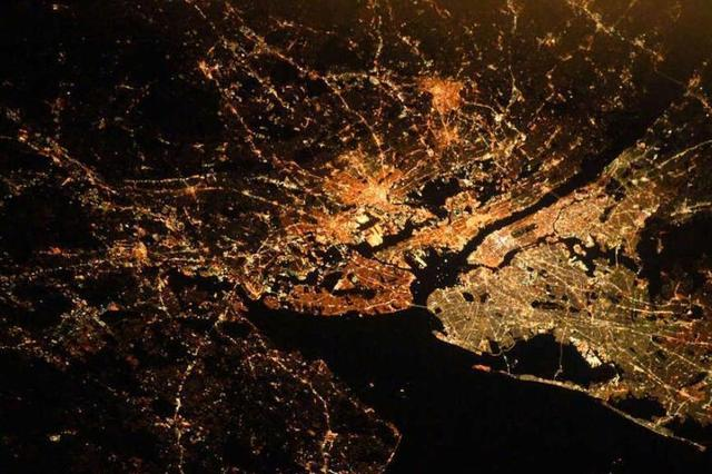 国际空间站拍摄的地球城市璀璨夜景