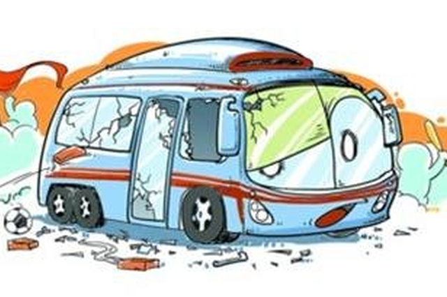 邢台一公交车雪天侧翻致3人受伤 一人腿部骨头脱落