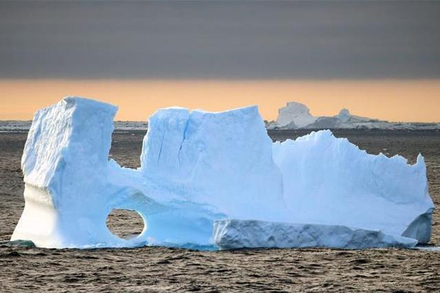 南极壮美冰山 堪称鬼斧神工