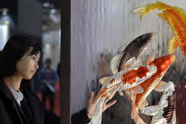 """河北沙河:""""中国玻璃城""""引来八方客"""