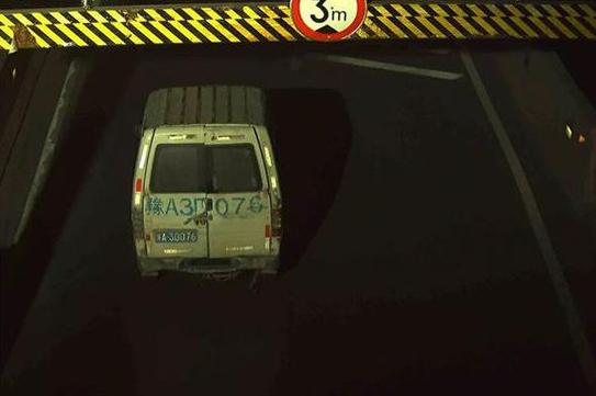 郑州严查货车闯禁行上高架