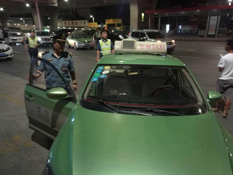 郑州交警交通联合执法 酒驾黑车一起查
