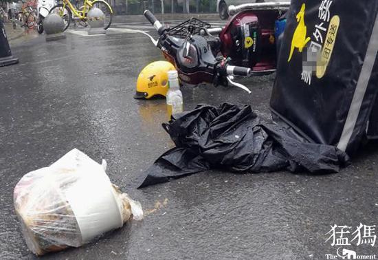 郑州外卖小哥送餐与轿车相撞受伤 交警执法温馨了