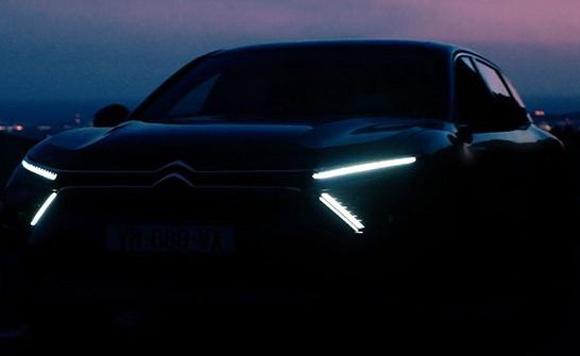 雪铁龙全新C5预告发布 搭分体大灯
