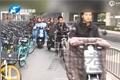 农大千辆共享单车占马路
