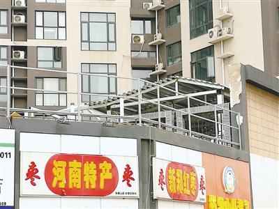 郑州小区业主自家露台建花房遭投诉