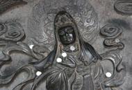 少林寺观音壁成许愿墙 被塞满硬币