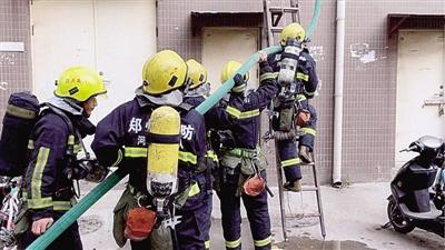 小区两周两起火灾 疑与堆积杂物有关